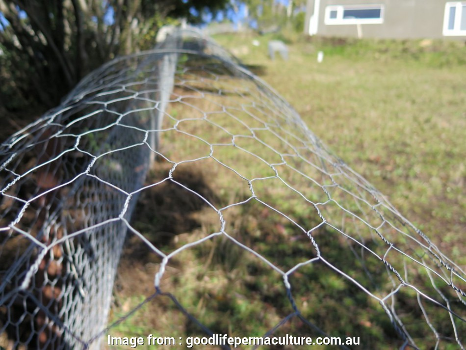floppy-top wire mesh fence The high tensile wire is spaced approximately 1m apart to ensure a consistent, strong floppy top 14 Creative Floppy-Top Wire Mesh Fence Solutions